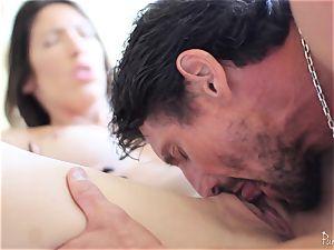 Dava Foxx enjoys to ride a gigantic man-meat deep in her gash