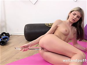 wet saucy cootchie with yoga stunner Gina Gerson