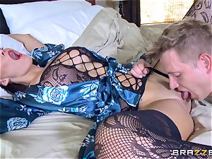 cheating wife Peta Jensen coochie thrashed by Bill Bailey