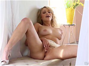 nice ash-blonde Mia Malkova idolizes her mushy cootchie