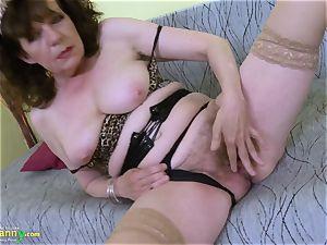OldNannY unshaved grannie cootchie playing masturbation