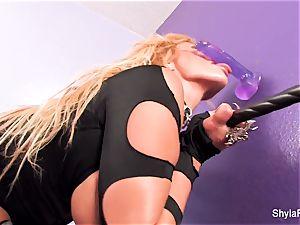 hotty Shyla Stylez deep-throats off a dildo