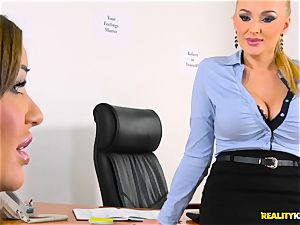insatiable Kayla Green wraps her mouth around firm lollipop