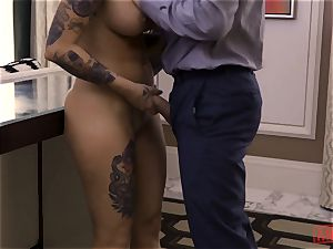 Tana Leas pink hole takes James deens chisel for a ride