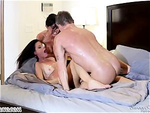 Veronica Avluv and India Summer - My dear spouse, you want to attempt my friend's vagina
