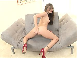 slim Alexis Capri is scorching and shaved and drains until she finishes off
