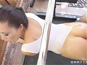 London Keyes oily pound in a gym