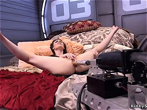 black-haired babe takes machine up her rump
