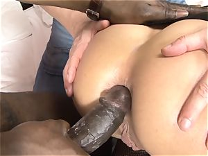 Invited a stranger hotwife trainer to pulverize light-haired wife