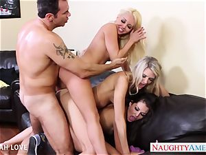 handsome Aaliyah enjoy humping in 4some
