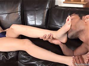 Alexa mercy Has feet adored and Gives a Footjob