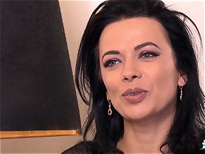 LA COCHONNE Romanian babe luvs deep quick buttfuck
