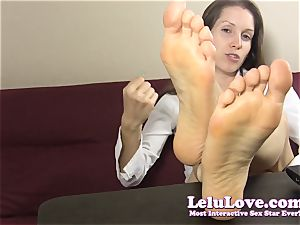 secretary teases and taunts you with her naked soles
