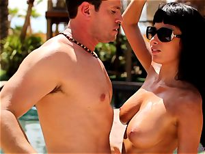 Anissa Kate de-robe her swimsuit to pound poolside