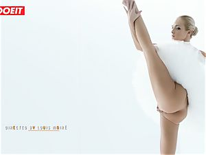 Czech ballerina opens up before intense orgy with paramour